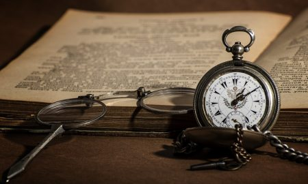 Orologio E Libro