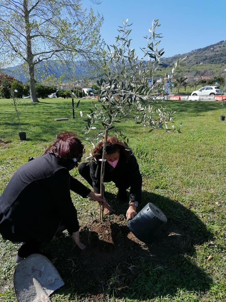 Parenti Covid giardino della memoria