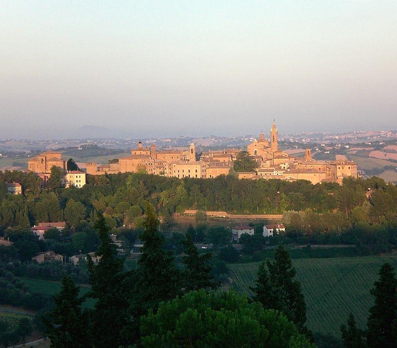 Veduta di Corinaldo, paese natale della santa patrona di Latina