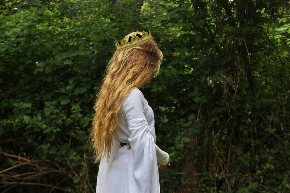 il fantasma della principessa Ninfa - Fanciulla nei giardini