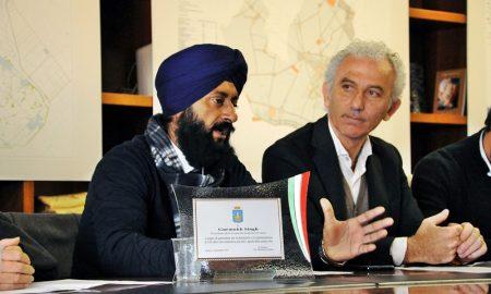 I Sikh pontini - comunità sikh con il sindaco
