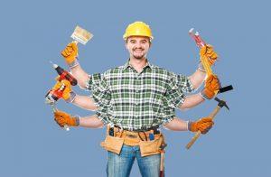 Decorare le pareti - Ragazzo che fa lavori in casa