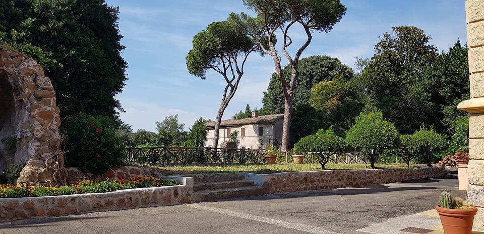 Tres Tabernae -Via Appia in uno scorcio