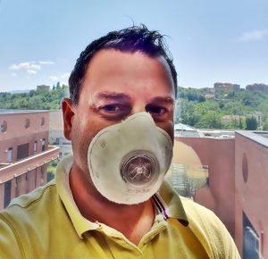 Wi-Mask - Luciano con la sua invenzione