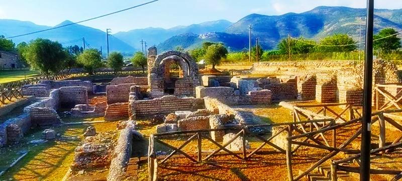 Privernum - Arco e resti di muri a secco