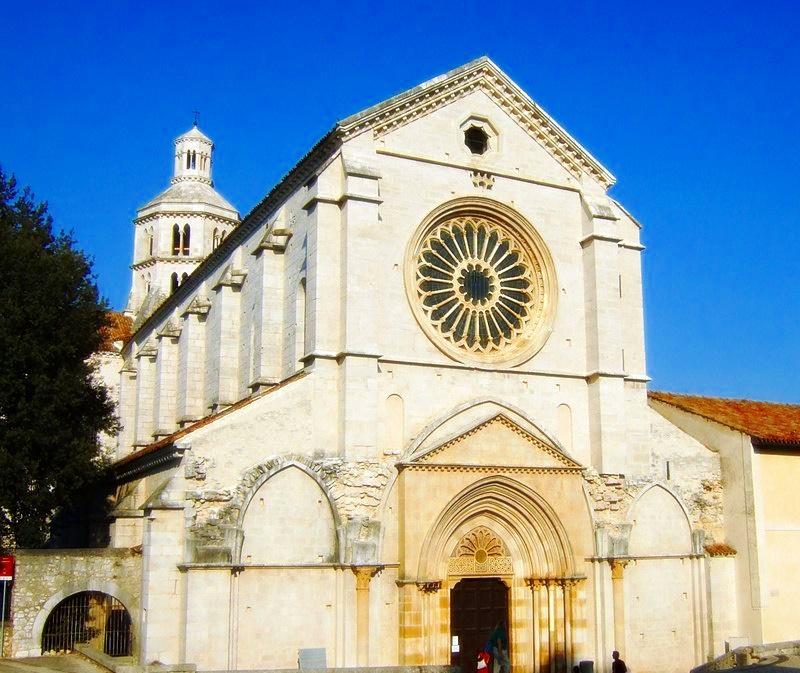 Fossanova - la facciata della chiesa di Fossanova
