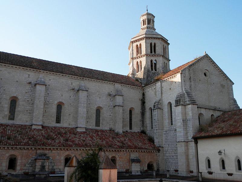 Fossanova - La Chiesa Da Fuori e dal basso