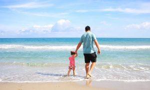 Fondazione Etica - Padre E Figlia al mare