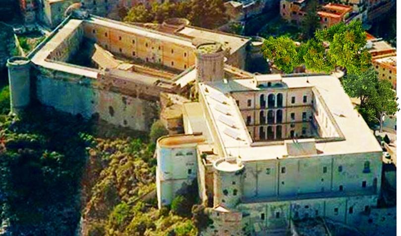 il castello angioino aragonese di Gaeta - Castello Di Gaeta Dall'alto in panoramica