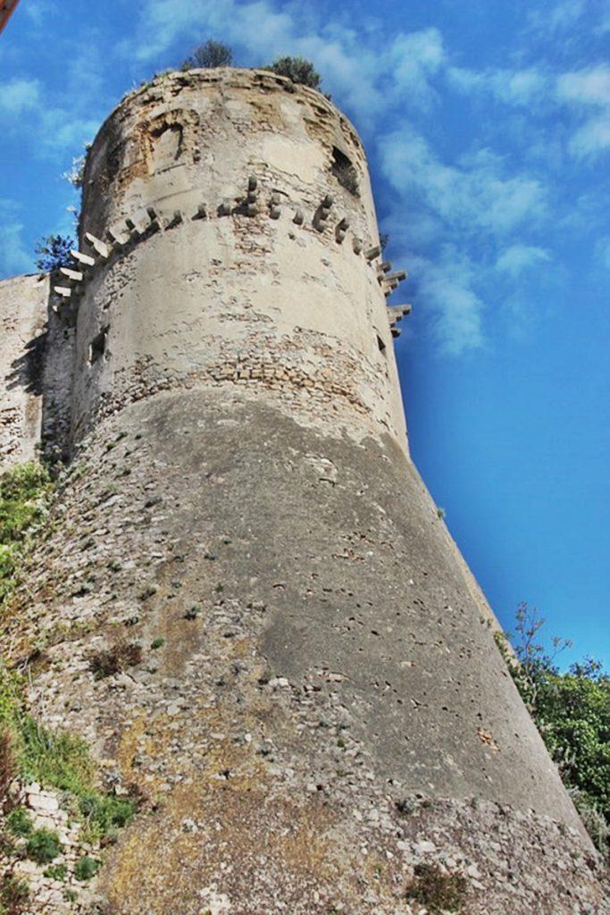 il castello angioino aragonese di Gaeta - una torre a Gaeta