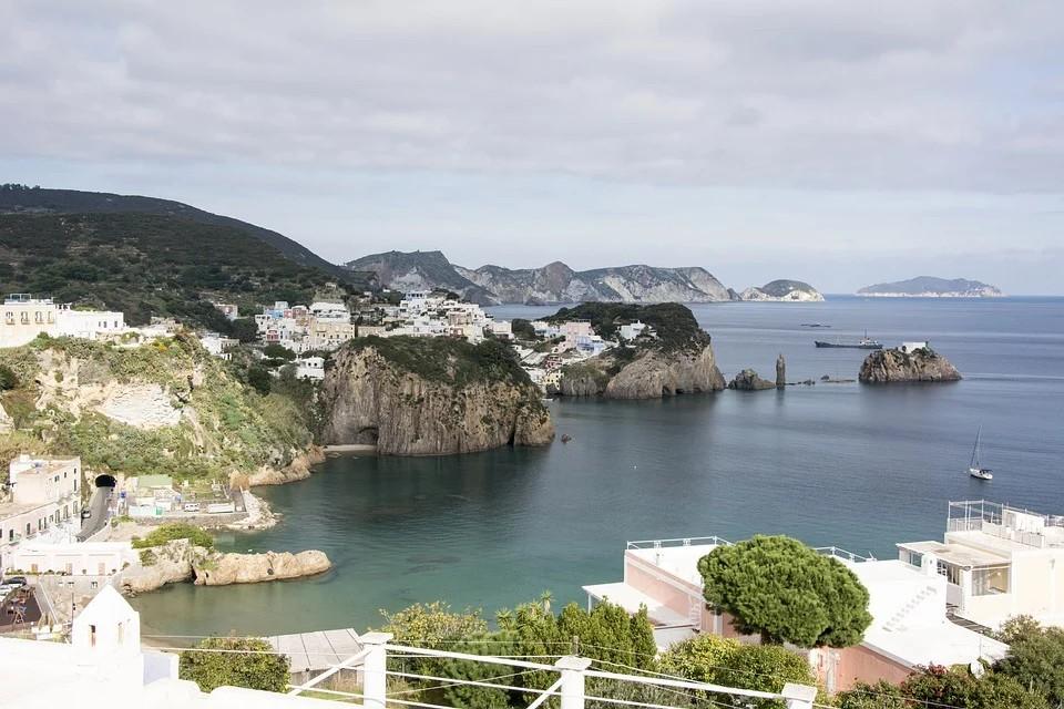 Isola Di Ponza - isola di Ponza in panoramica