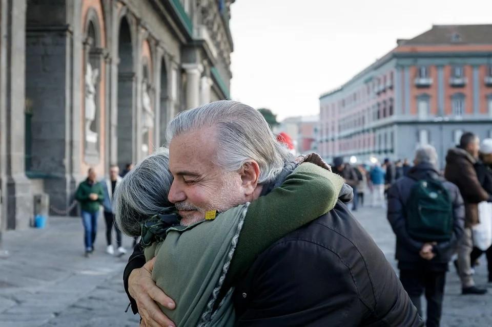 Gemellaggio Latina Adria - Abbraccio tra parenti polesani e pontini