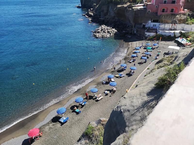 Ventotene  - Comune Di Ventotene dettaglio spiaggia