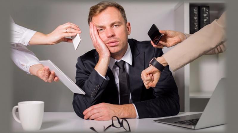 Psycovid Pontino - Uomo Oppresso dall'ansia e dalle pressioni nel lavoro