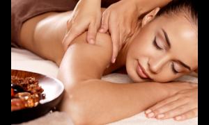 Sistema linfatico - donna che si sottopone a un Massaggio Drenante