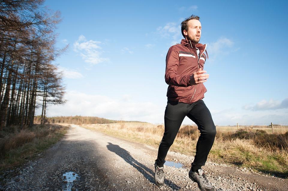 Sistema linfatico - Uomo Che Corre per stimolare il metabolismo
