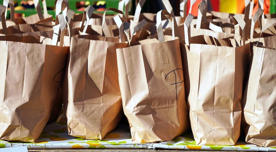 Pacchi alimentari dal Rotary Club - buste di spesa alimentare