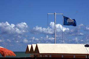 Latina bandiera blu - Bandiera Blu sulla spiaggia