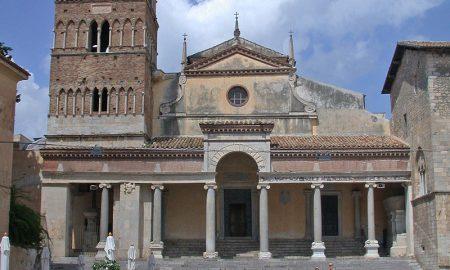 Terracina archeologica - Duomo Di Terracina nella foto