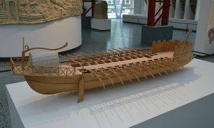 Nave romana restituita dal mare - Nave Romana in un modellino