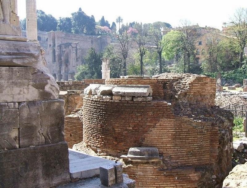Ombelico Di Roma - foto del preziosissimo reperto archeologico