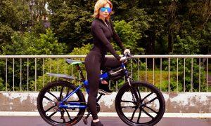 Ciclabile Latina-Latina Mare - Pista E Bici con donna