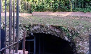 La fonte di Lucullo - entrata della fonte di Locullo