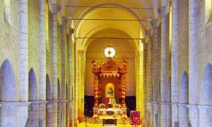 La cattedrale di Sezze - l'interno con balcchino