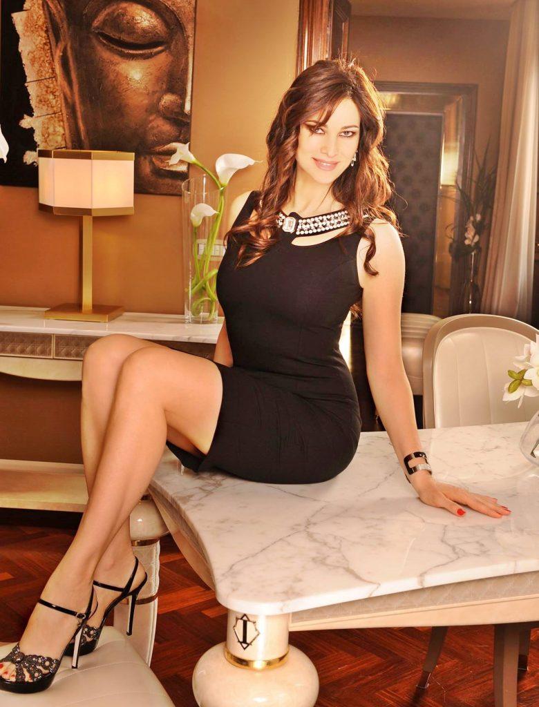 Manuela Arcuri - La Arcuri in un servizio fotografico