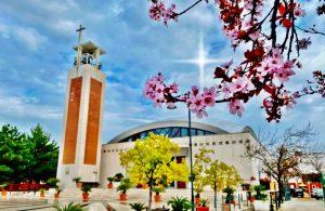 Parrocchia di Santa Domitilla - Piazzale antistante la chiesa