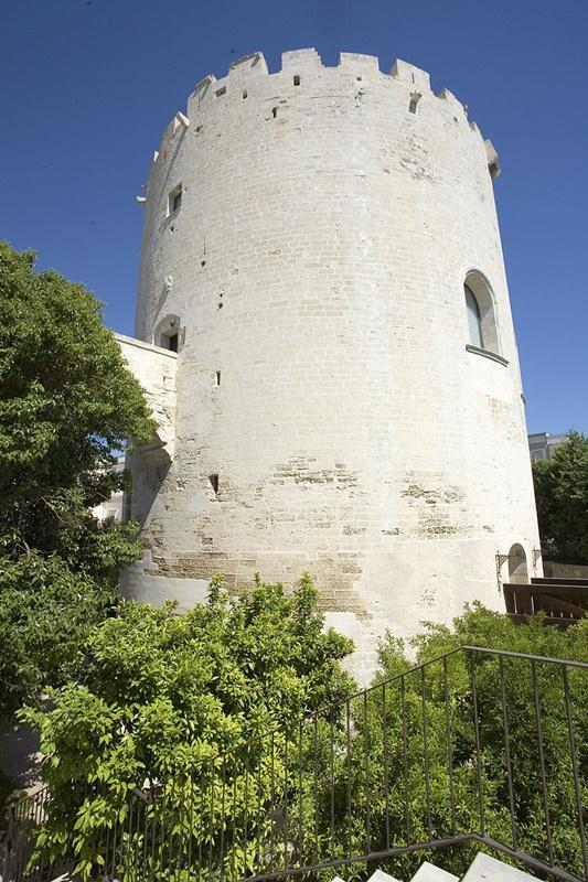 800px Torre Del Parco Lecce 4