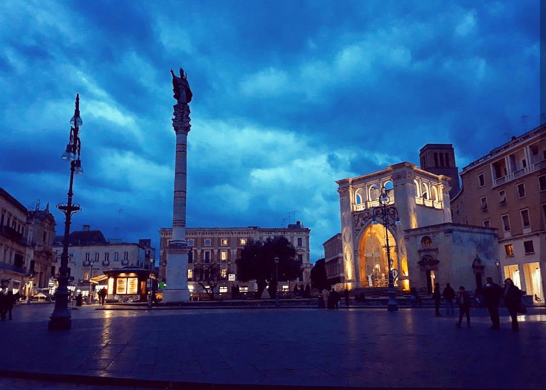 Lecce - piazza di sera