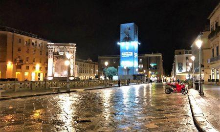 La Notte Per Le Strade Di Lecce - foto di una via del centro