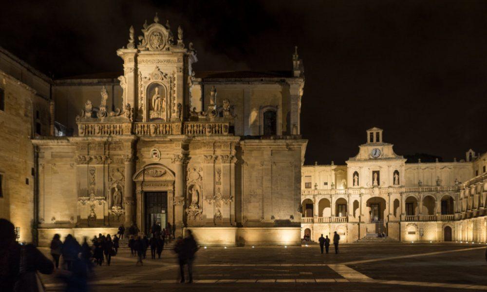 Istantanea da Piazza Duomo di Lecce - il duomo di notte