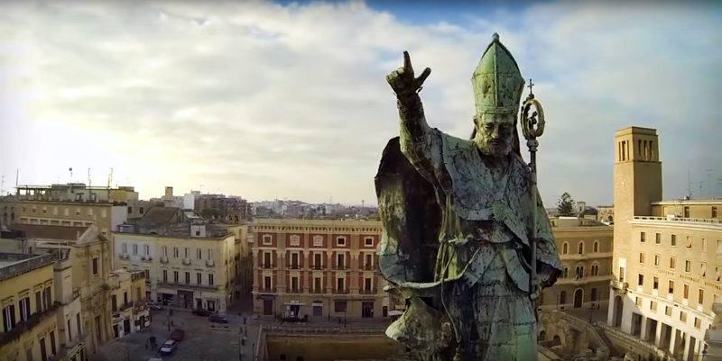Piazza Sant'Oronzo - Statua di Sant'Oronzo sulla colonna