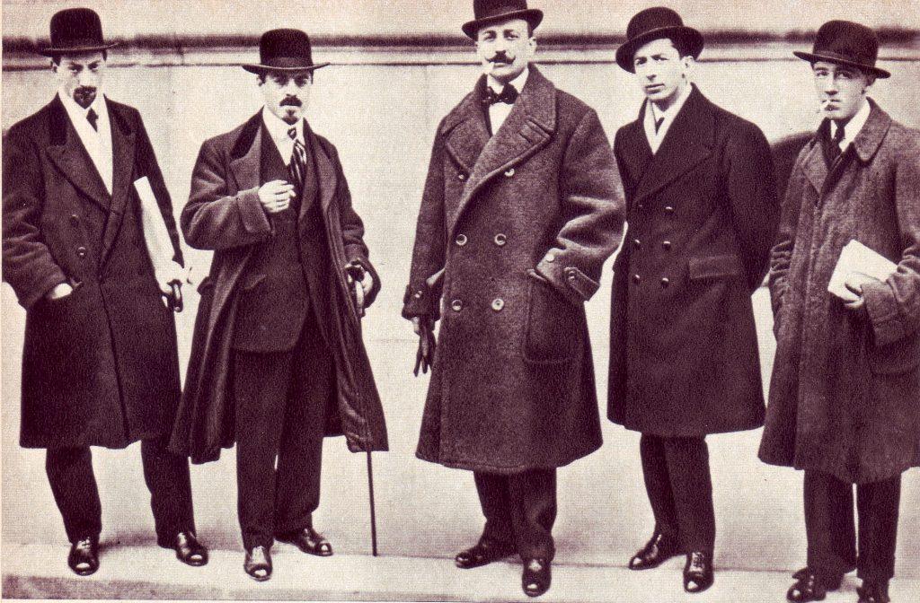 Una fotografia dei principali futuristi, corrente a cui si avvicina anche Vittorio Bodini