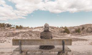 Griko Salentino - uomo su una panchina