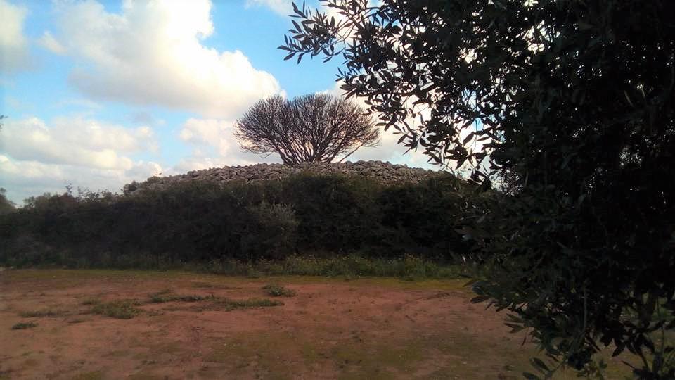 Specchia Dei Mori - grandi cumuli di pietra