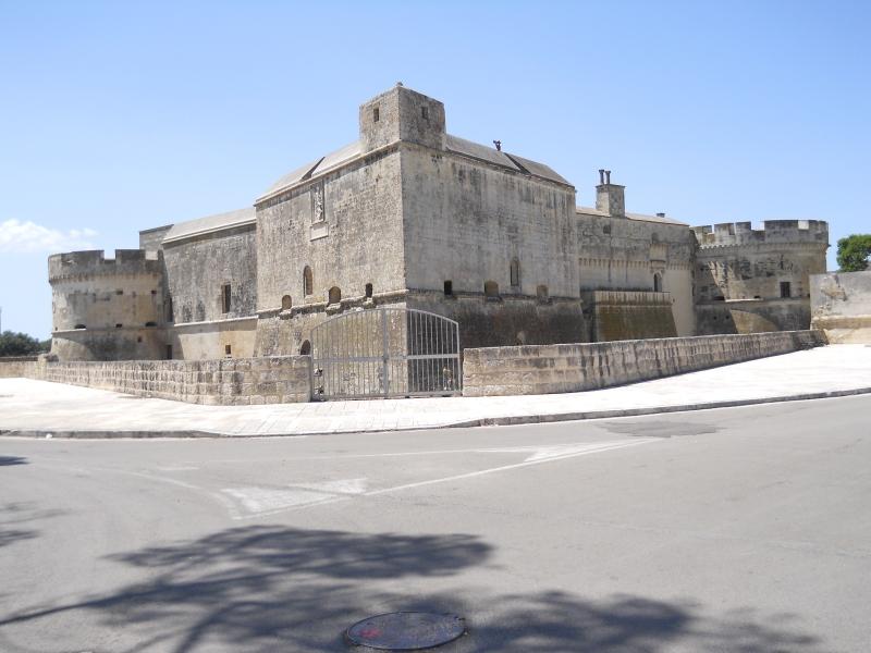 Il Castello di Acaya - visuale da lontano