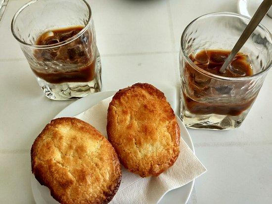 Caffè in ghiaccio a lecce - pasticciotto e caffè