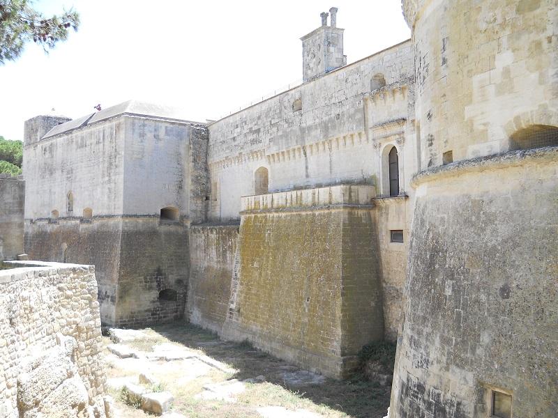 Il Castello di Acaya - le mura