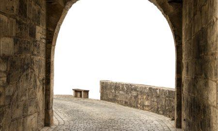 Castello - cortile e arco