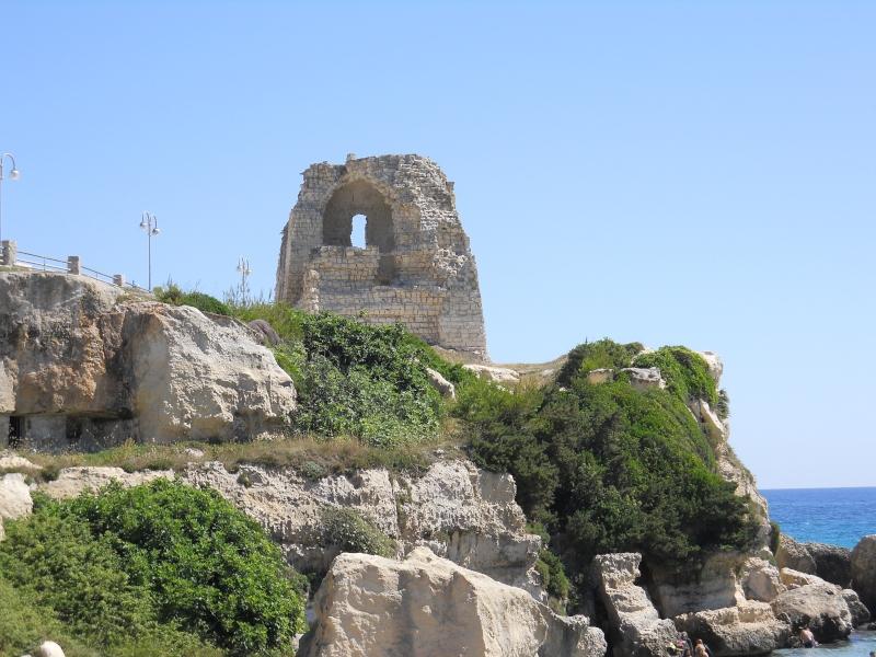 Torre Dell'orso - essa dà il nome alla spiaggia salentina