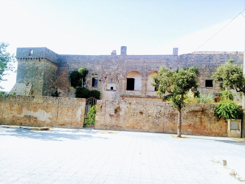 Castello Di Giuliano di Lecce - visuale frontale