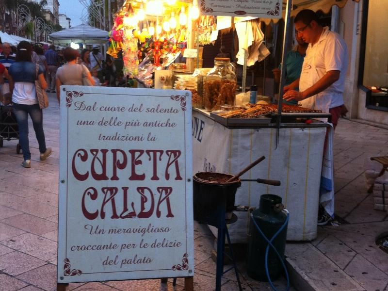 Venditore di Cupeta Salentina - prodotto venduto negli stand