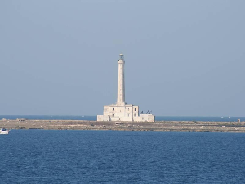 Faro Isola Di Sant'Andrea - visuale di Gallipoli