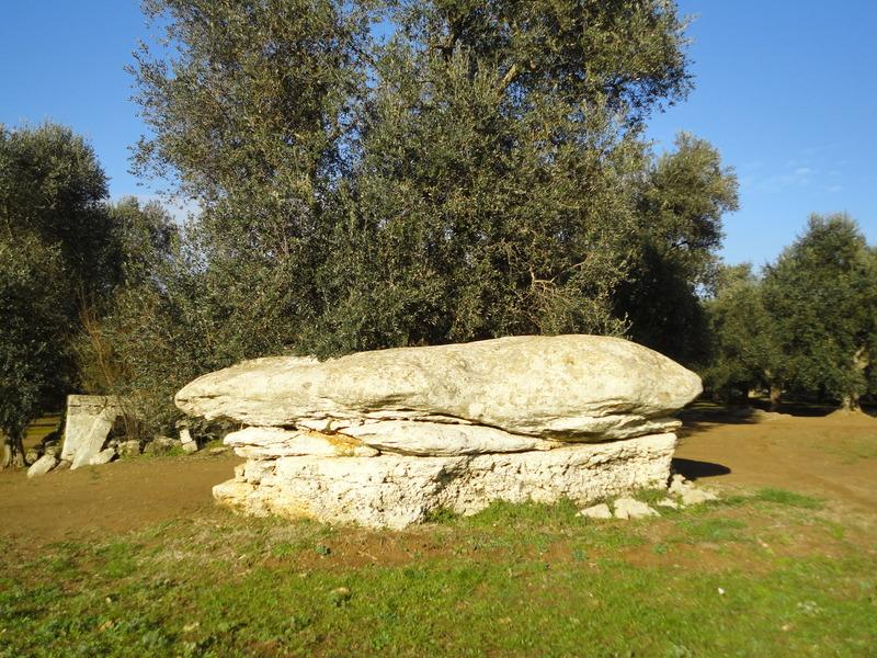 Monumenti megalitici Letto Della Vecchia A Giuggianello