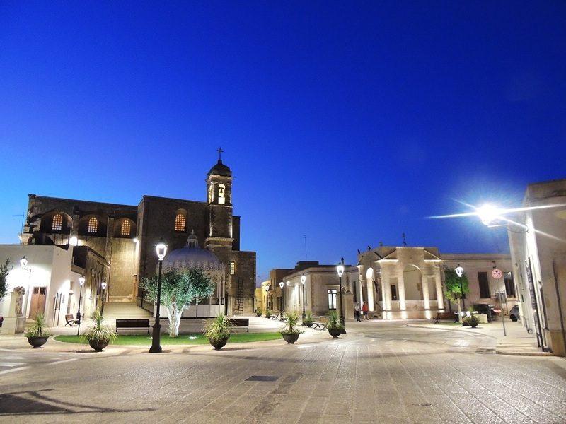 La centrale Piazza Degli Eroi A Giuggianello