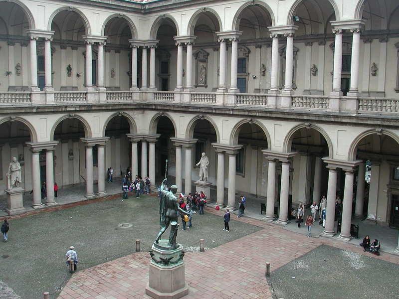 Cortile del palazzo di Brera dove Omar Galliani insegna pittura