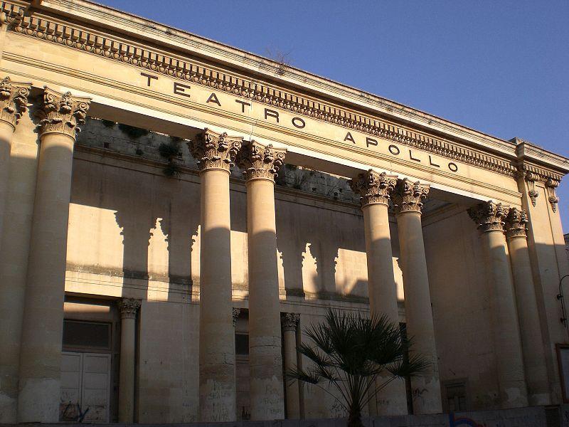 veduta esterna del Teatro Apollo di Lecce dove ha luogo il Concerto di Alessandro Quarta
